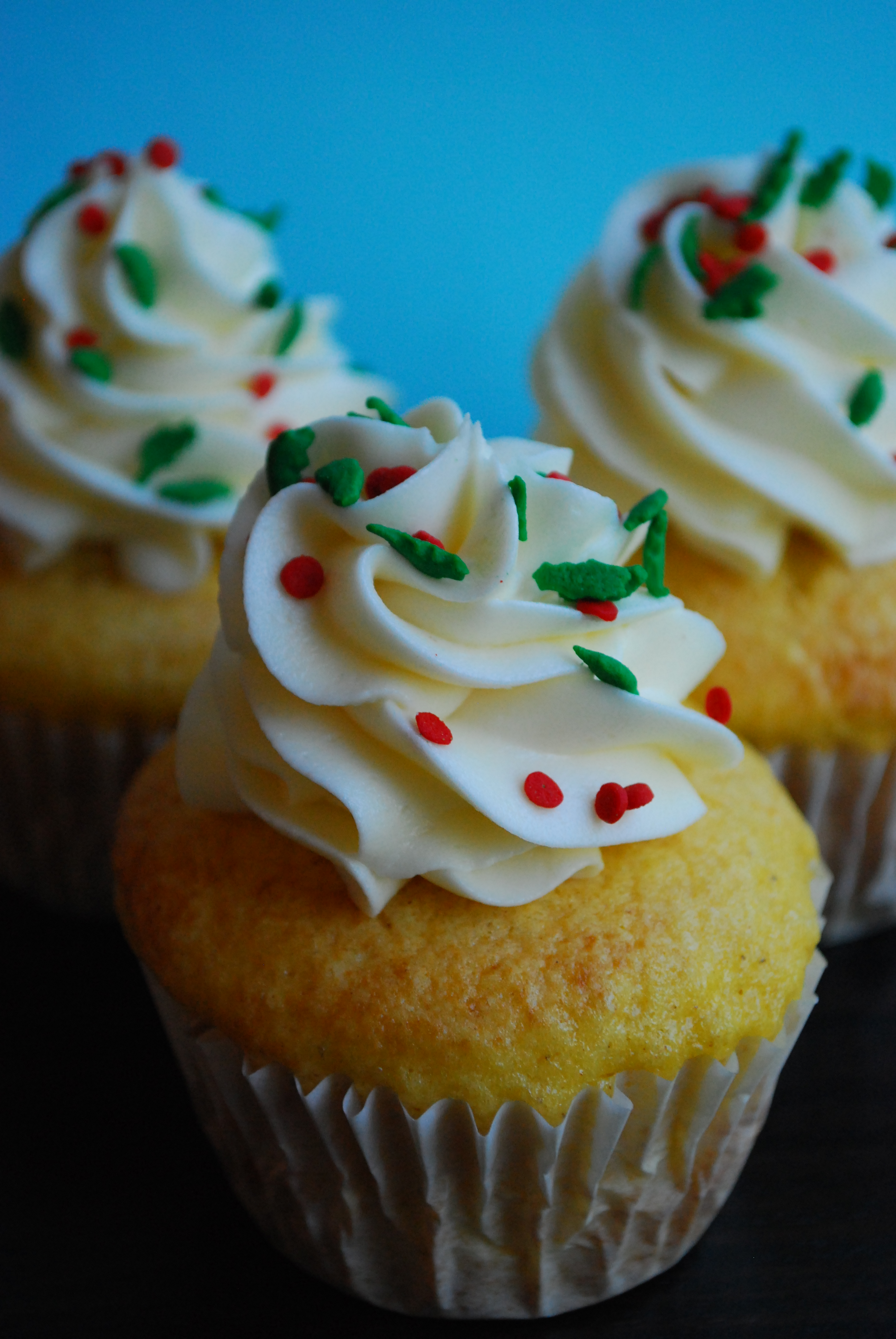 Eggnog Cupcakes with Eggnog & Rum Buttercream Frosting ...